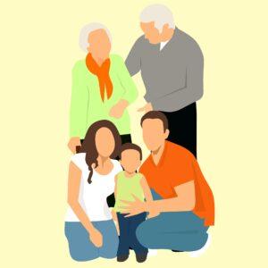 graficzny braz wielopokoleniowej rodziny. Na pierwszym planie klęcząca kobieta (biała bluzka i niebieskie spodnie, długie brązowe włosy) i mężczyzna (pomarańczowa bluzka, niebieskie spodnie i krótkie brązowe włosy), między nimi stojące dziecko (ciemnogranatowe spodenki, seledynowa bluzeczka i krótkie, brązowe włoski). Na drugim planie stojąca para starszych osób (kobieta z pomarańczową apaszką na szyi,jasno zieloną bluzką i siwymi włosami. Starszy pan ubrany w szary sweter z białym kołnierzykiem z siwymi, krótkimi włosami..